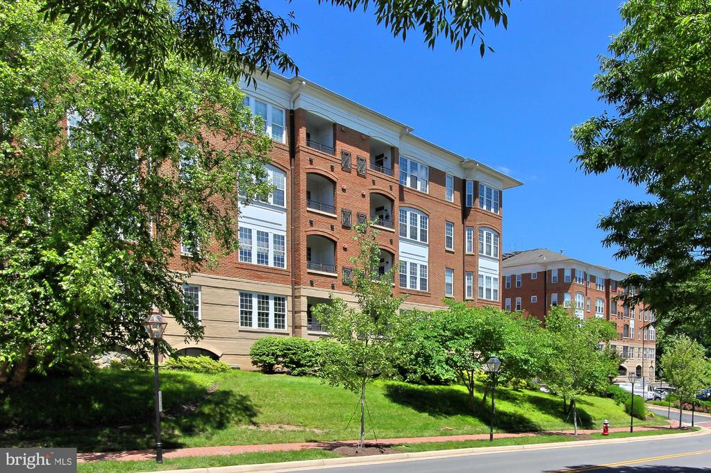 10328  SAGER AVENUE  201, Fairfax, Virginia