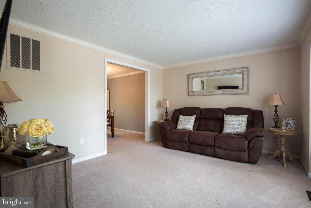 Living Room - 8145 MORNING BREEZE DR, ELKRIDGE