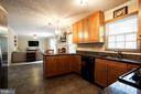 Ceiling height cabinets provide lots of storage - 8145 MORNING BREEZE DR, ELKRIDGE