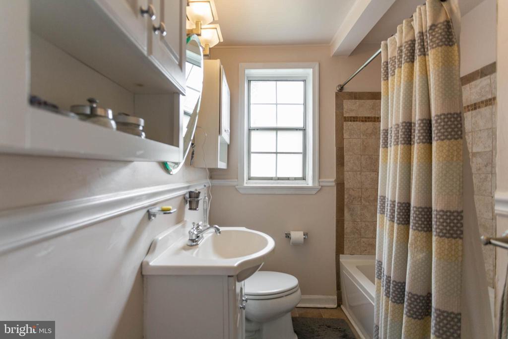 Bathroom - 6616 E WAKEFIELD DR #A1, ALEXANDRIA