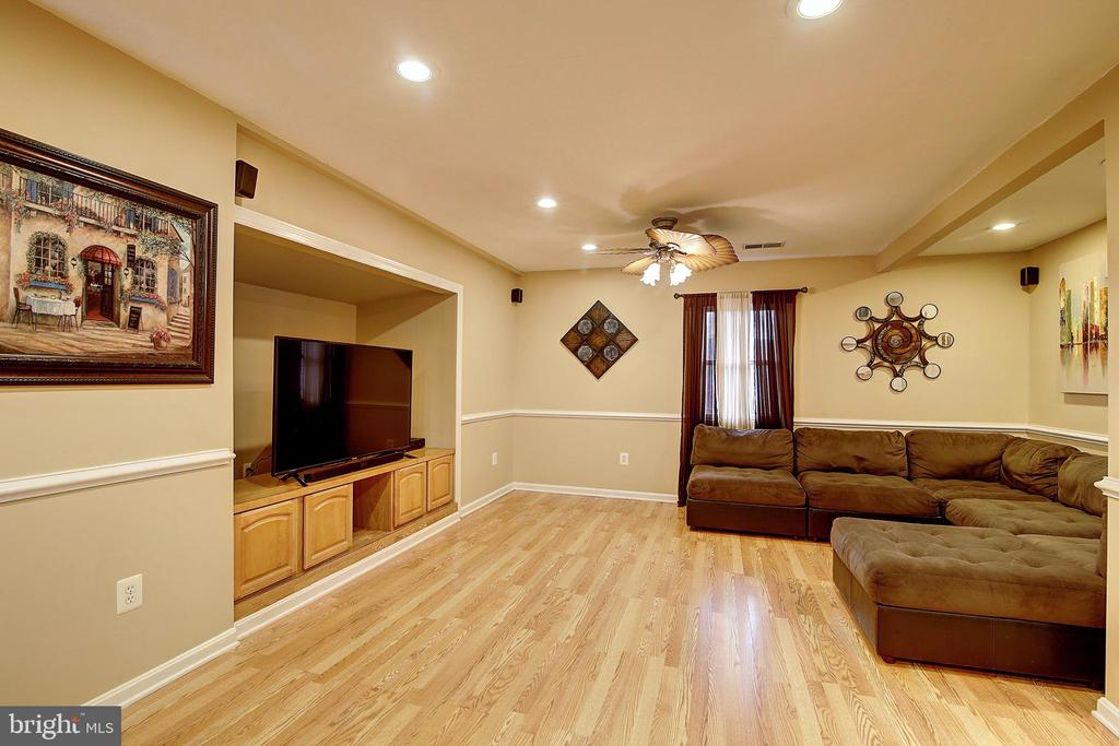 Family Room - 300 W BEECH RD, STERLING