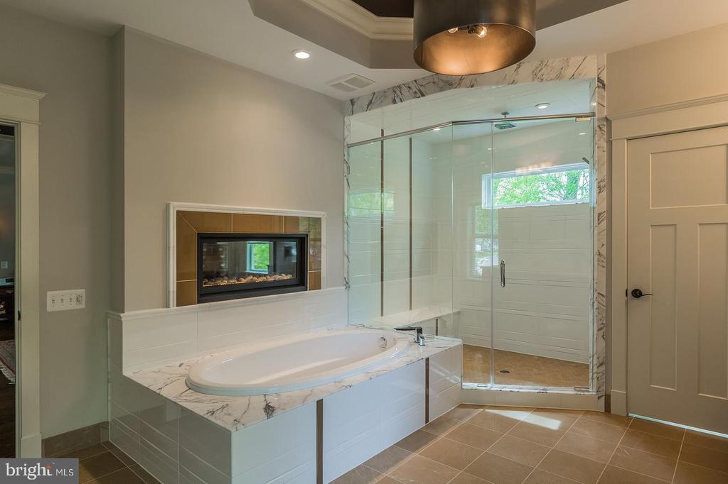 Relax in your bubble bath and enjoy the fireplace - 1207 ROSS DR SW, VIENNA
