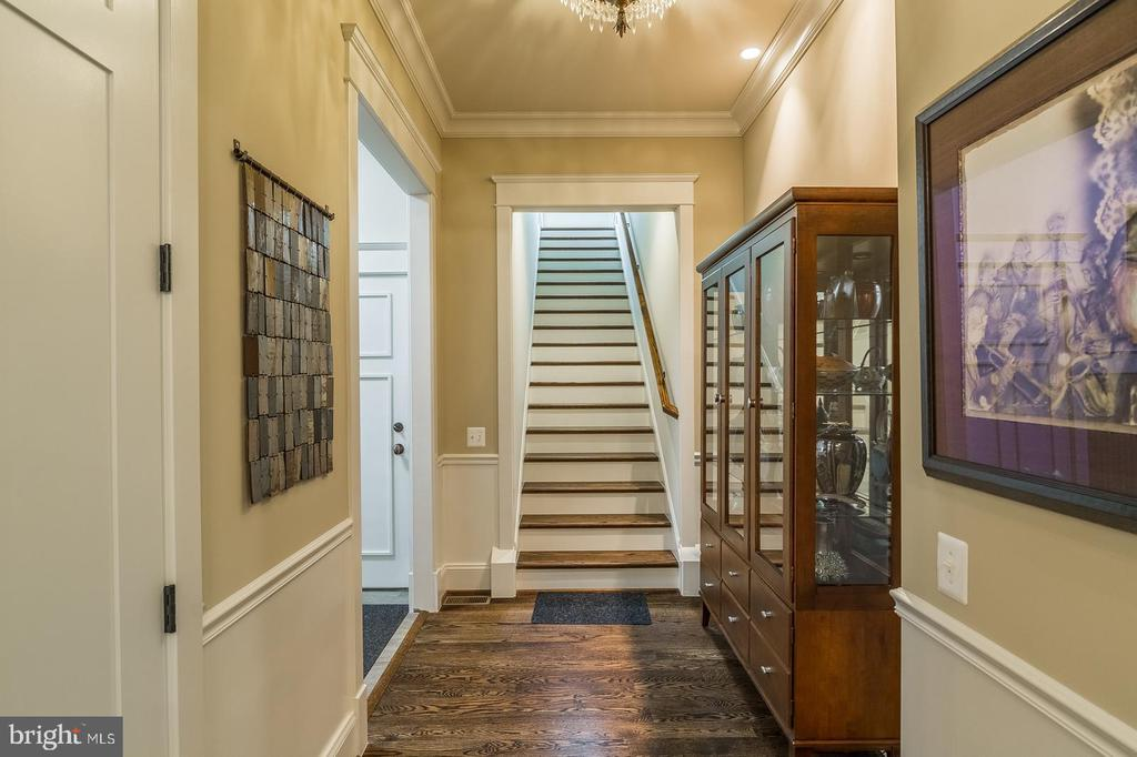 Private stairs to Office / Au pair/ In laws space - 1207 ROSS DR SW, VIENNA