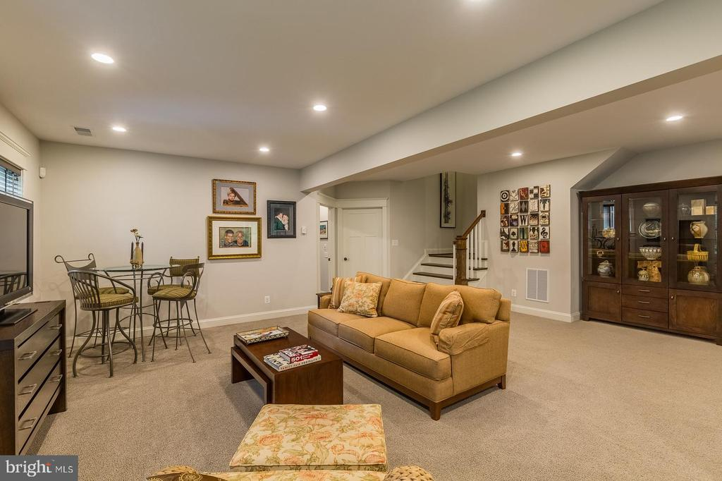 Plenty of room for the kids and friends - 1207 ROSS DR SW, VIENNA