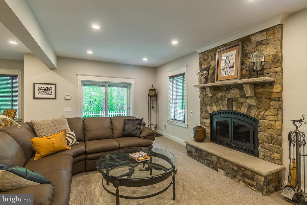 Warm your toes with a wood fire - 1207 ROSS DR SW, VIENNA