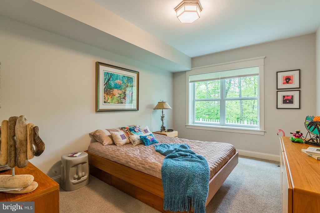 Lower level BR with full bath and walk-in closet - 1207 ROSS DR SW, VIENNA