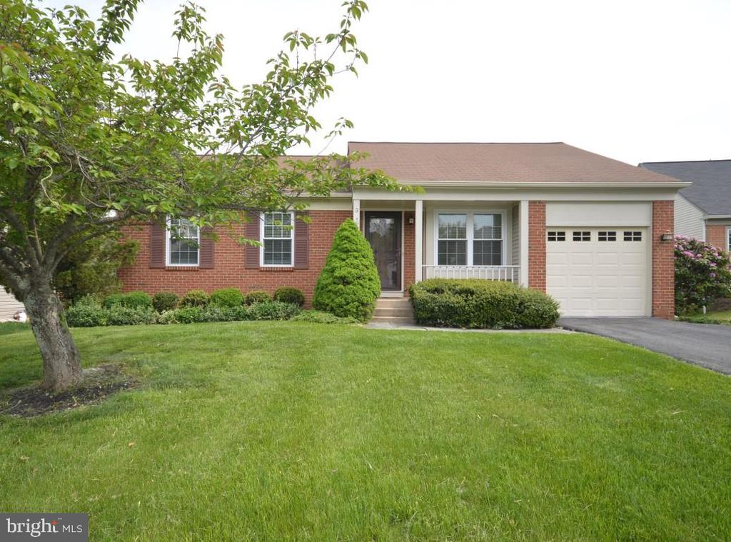 One Level Living! Welcome Home - 3 WORTHINGTON CT, STERLING