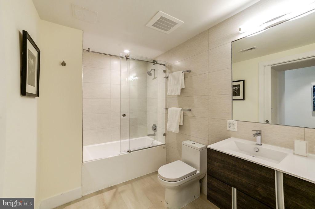 3rd Bathroom - 1468 BELMONT ST NW #4E, WASHINGTON