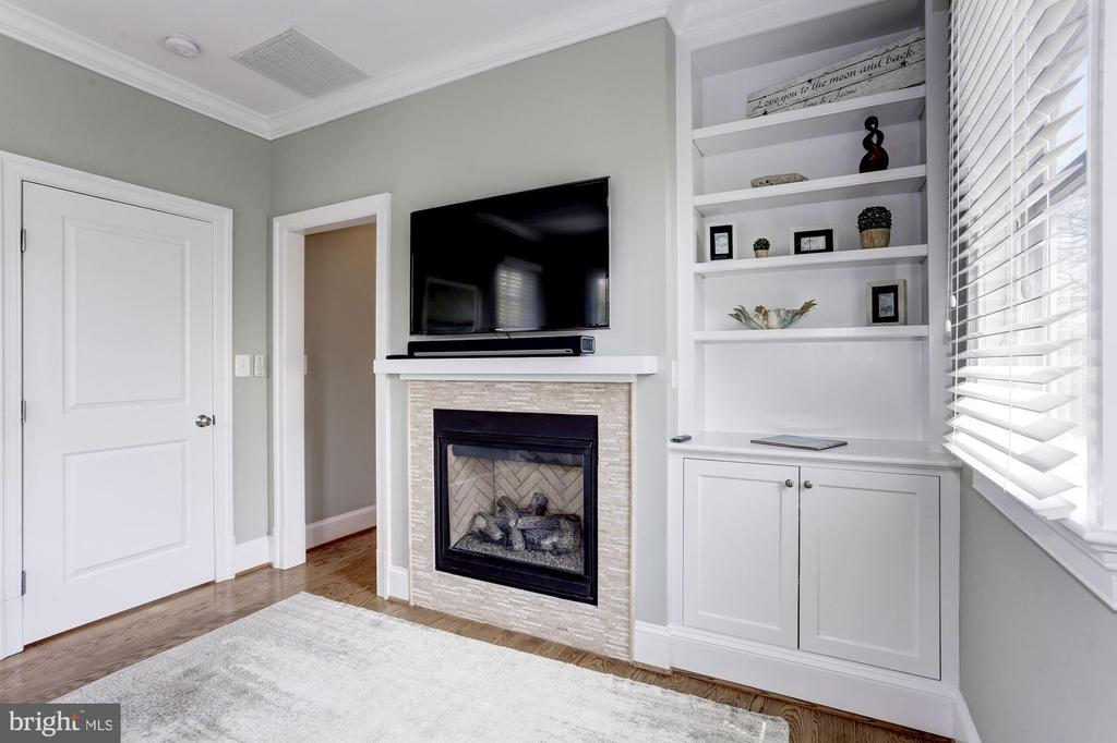 Master fireplace - 405 N HIGHLAND ST, ARLINGTON