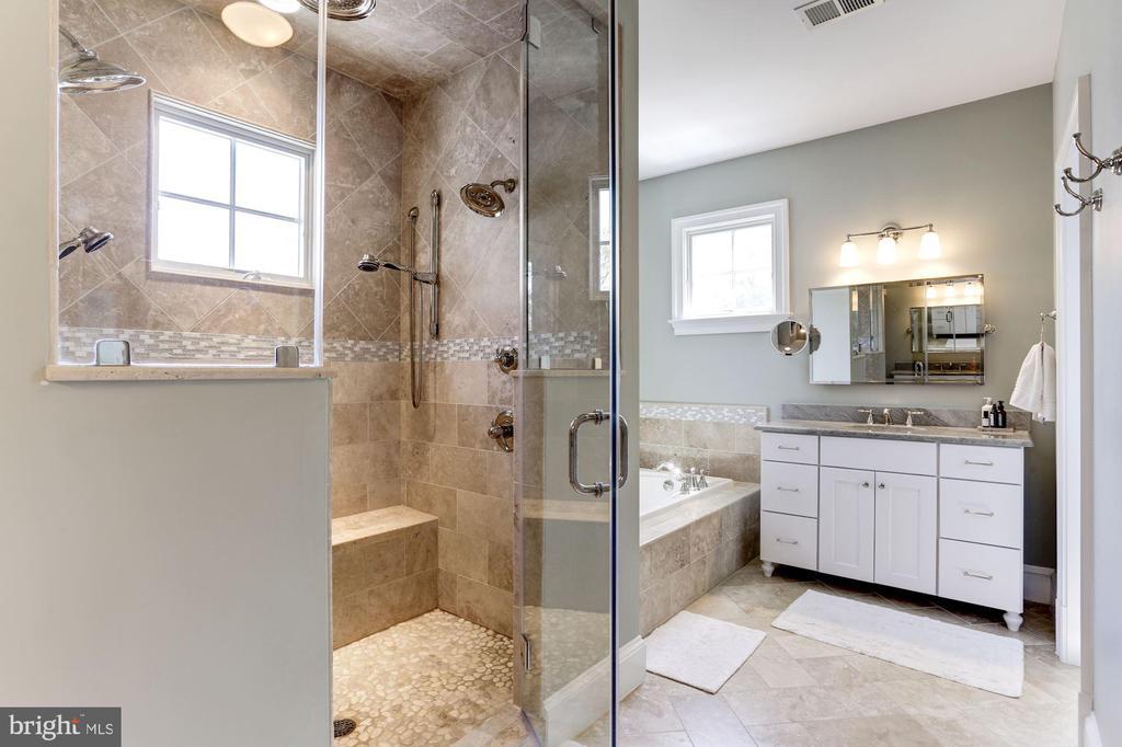 Master bath with dual vanities & stunning tilework - 405 N HIGHLAND ST, ARLINGTON