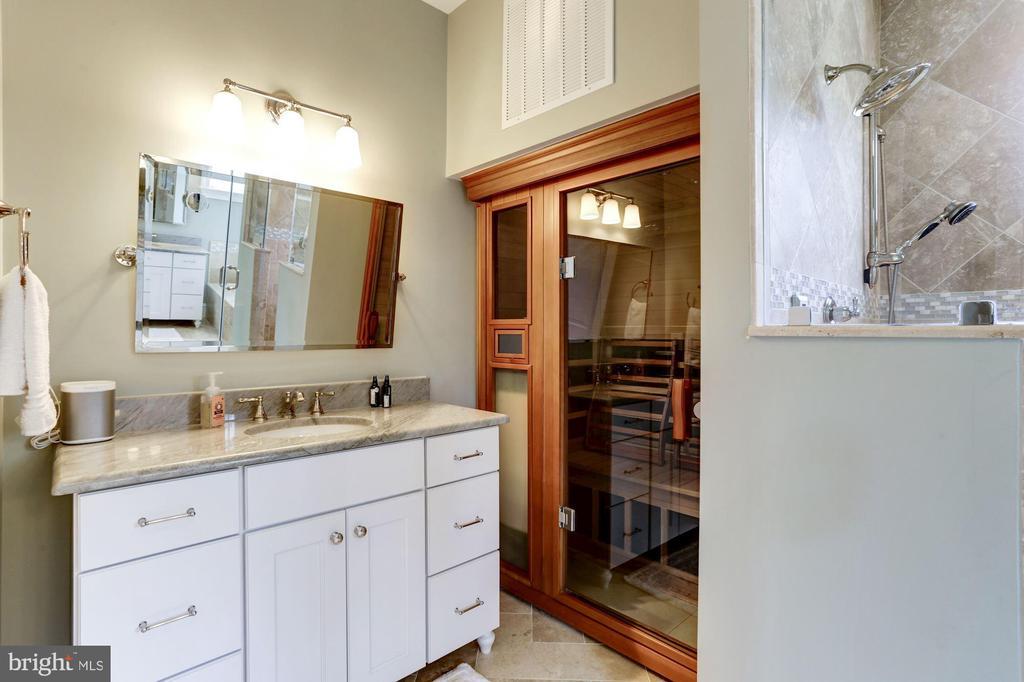 Sauna with chromotherapy - 405 N HIGHLAND ST, ARLINGTON