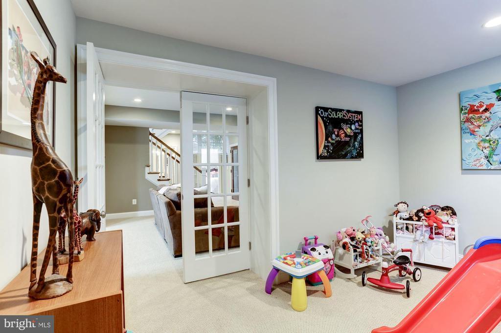 Bonus Room (play or exercise) - 405 N HIGHLAND ST, ARLINGTON