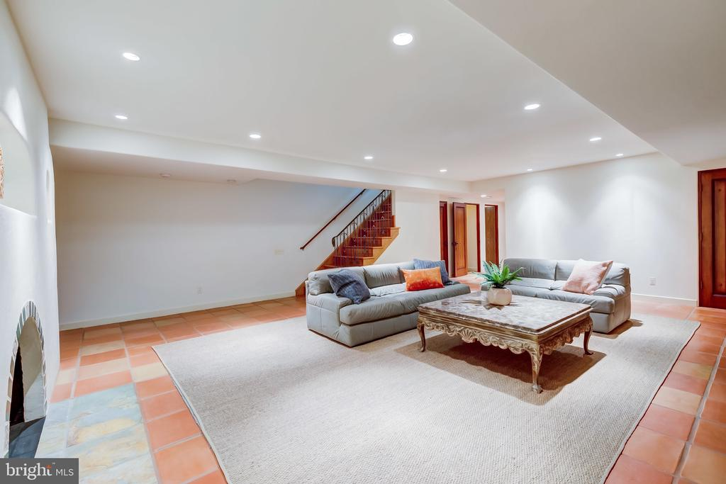 Large Sized Room w/Three Large Closet Spaces - 833 LONDONTOWN RD, EDGEWATER