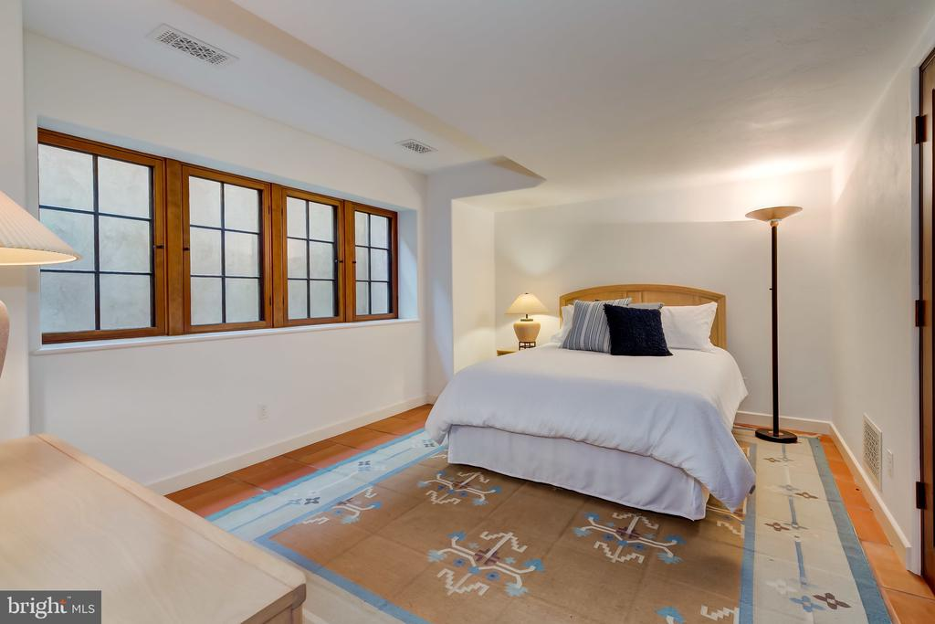 Bedroom 4, Full Bath in Hallway.  Guest Room? - 833 LONDONTOWN RD, EDGEWATER