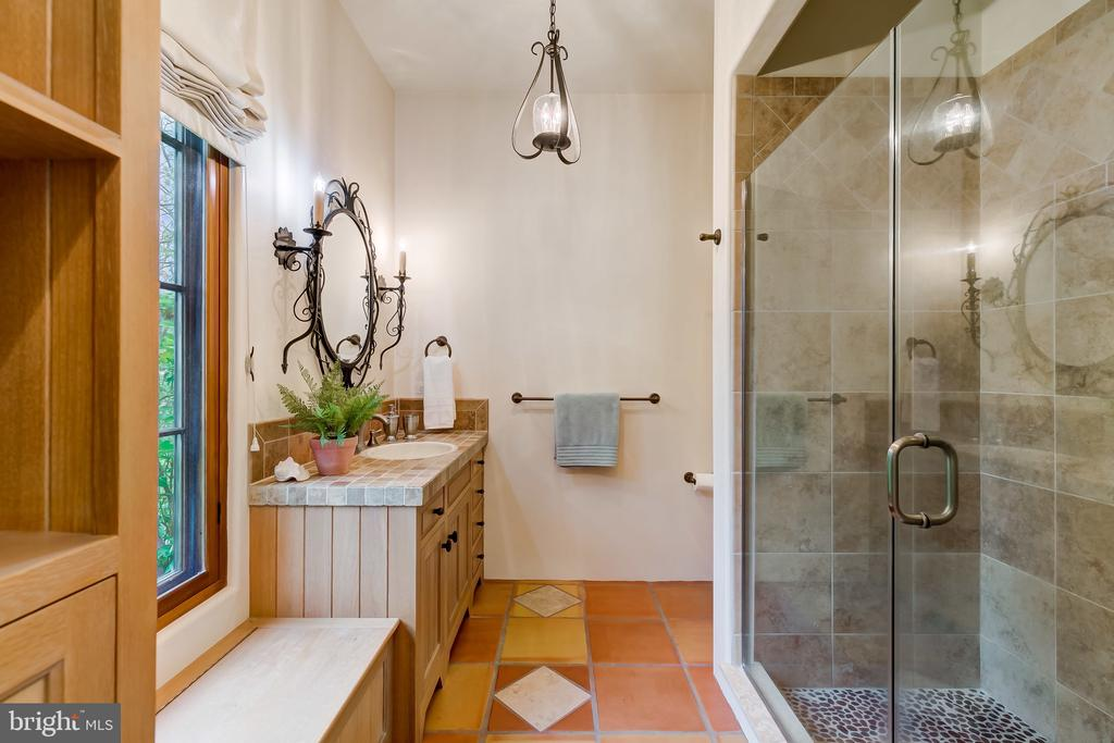 Full Bath Near Pool Area, Helps w/Dripping Suits - 833 LONDONTOWN RD, EDGEWATER
