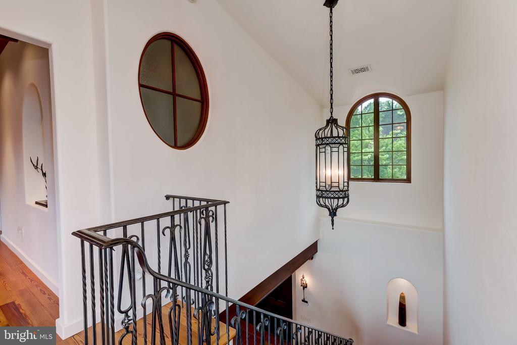 Upstairs Level features all Hardwood Floors. - 833 LONDONTOWN RD, EDGEWATER