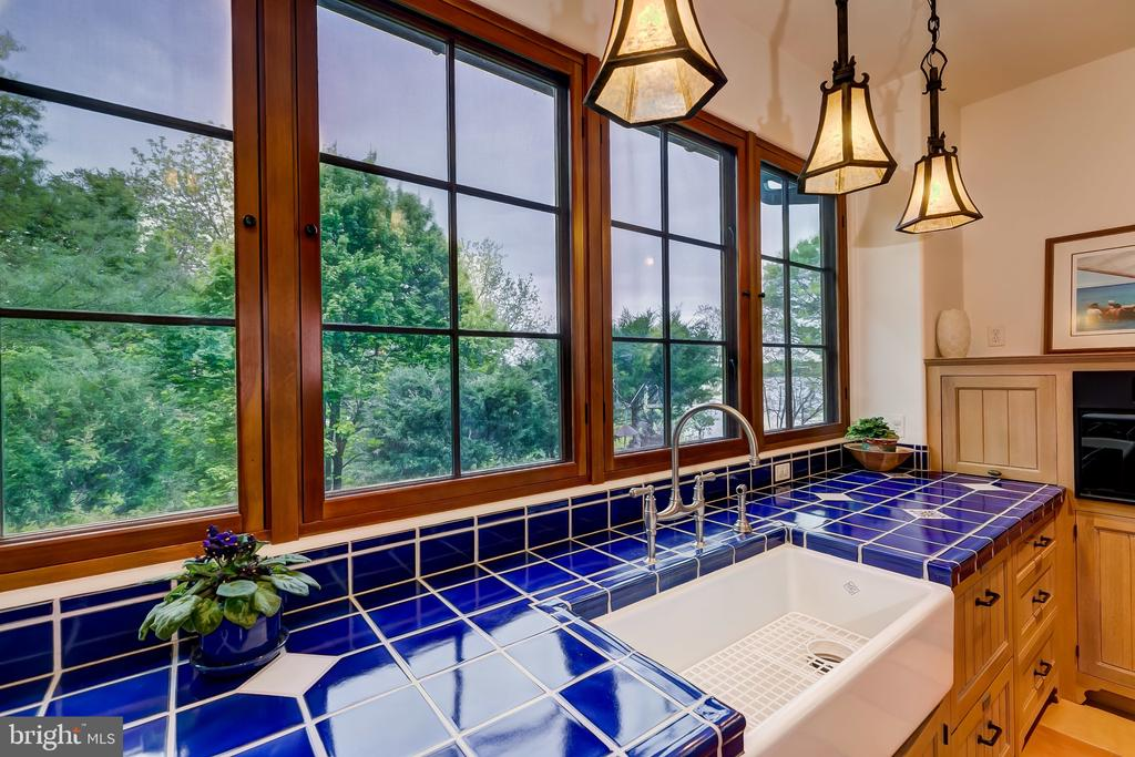 Cobalt Blue Tile, Deep Farm Sink, 2 Dishwashers - 833 LONDONTOWN RD, EDGEWATER