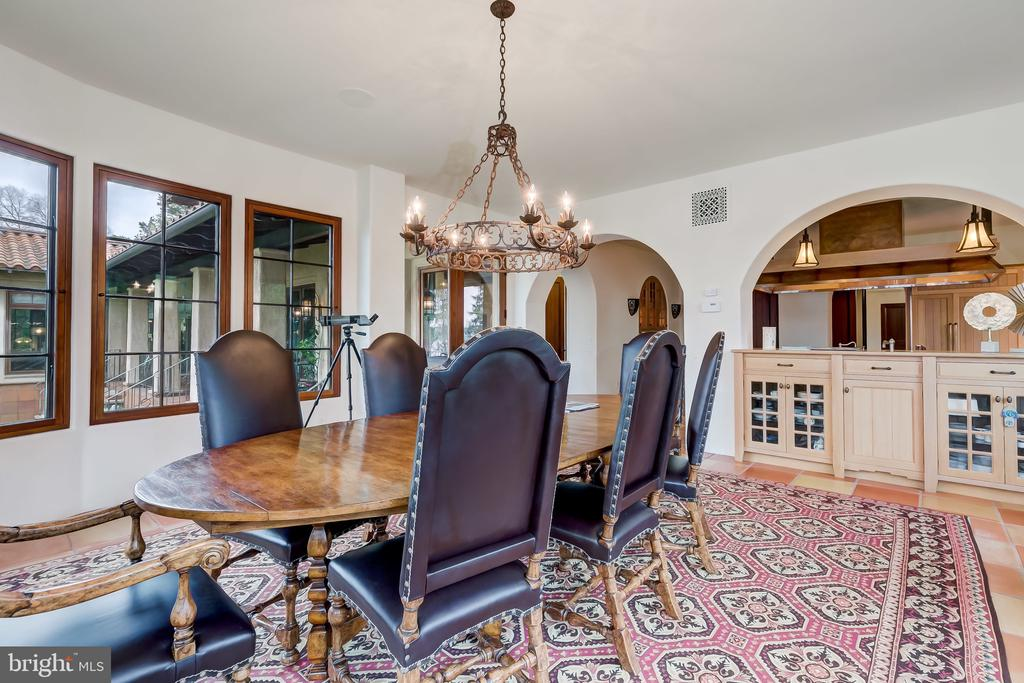 Arched Pass Thru to Kitchen, Custom Cabinets - 833 LONDONTOWN RD, EDGEWATER
