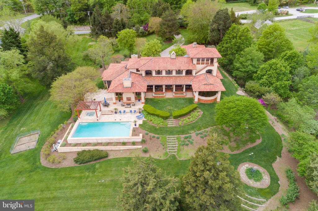 Do you see a Swimming Pool? - 833 LONDONTOWN RD, EDGEWATER