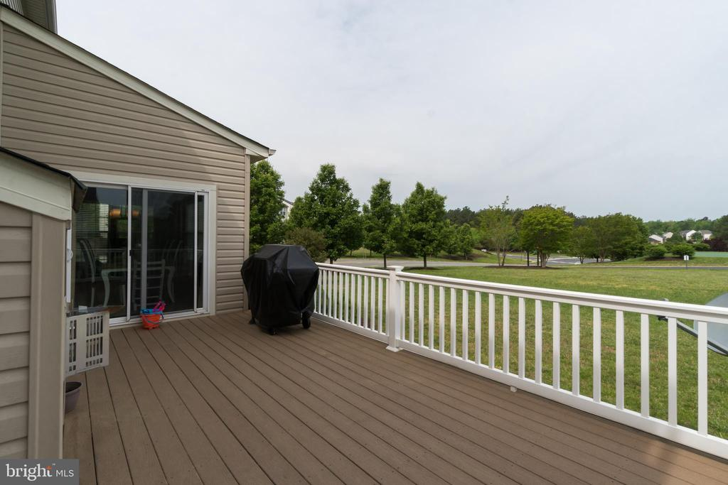 Trex Decking - 5723 WOODBINE CT, FREDERICKSBURG