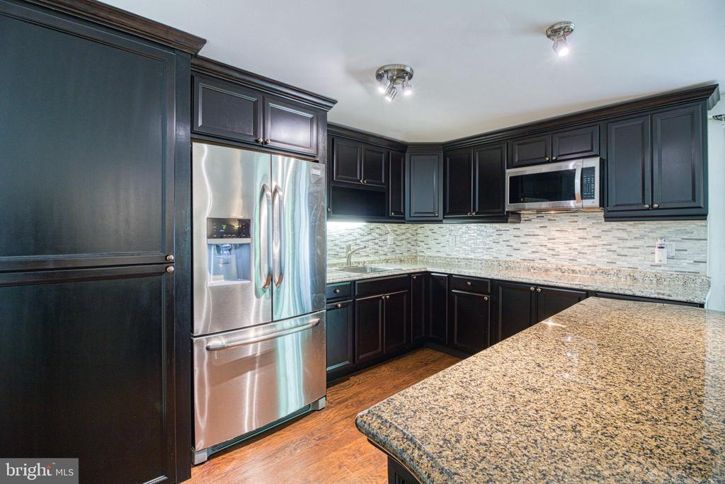 Lower Level Kitchenette with Washer & Dryer - 6800 CAPSTAN DR, ANNANDALE