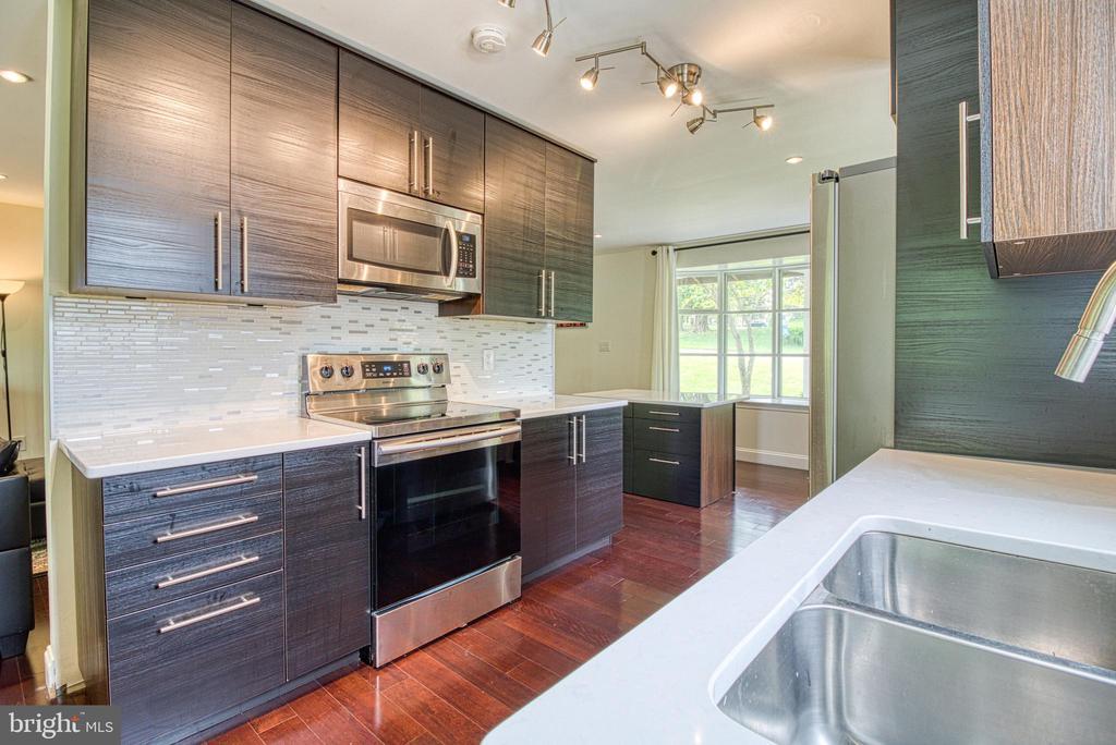 Upper-Level Kitchen with hidden Washer & Dryer - 6800 CAPSTAN DR, ANNANDALE