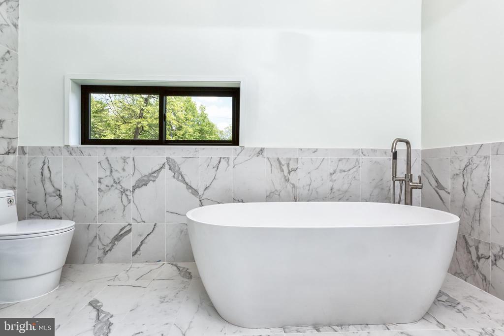 Master Bathroom - 4408 OLLEY LN, FAIRFAX