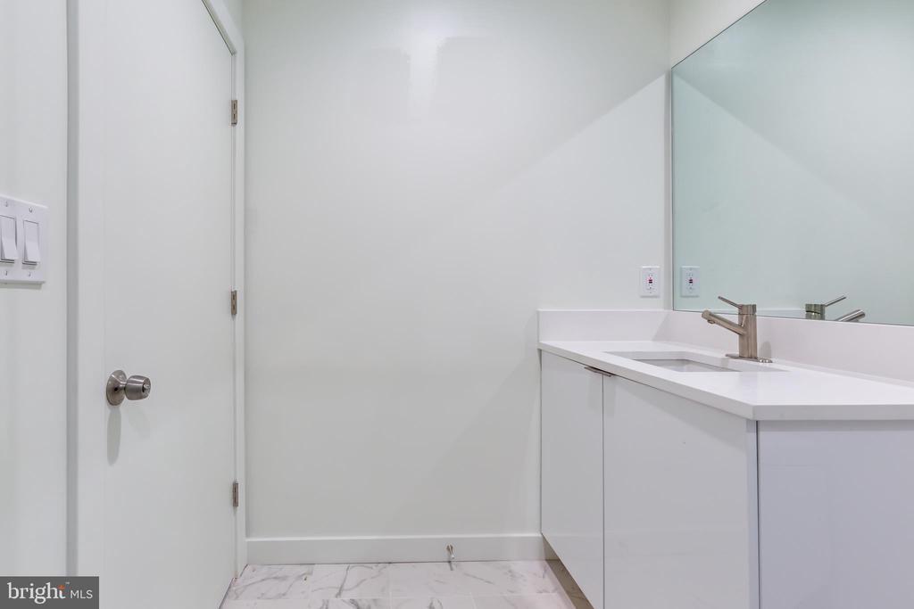 Lower Level Full-Bathroom - 4408 OLLEY LN, FAIRFAX