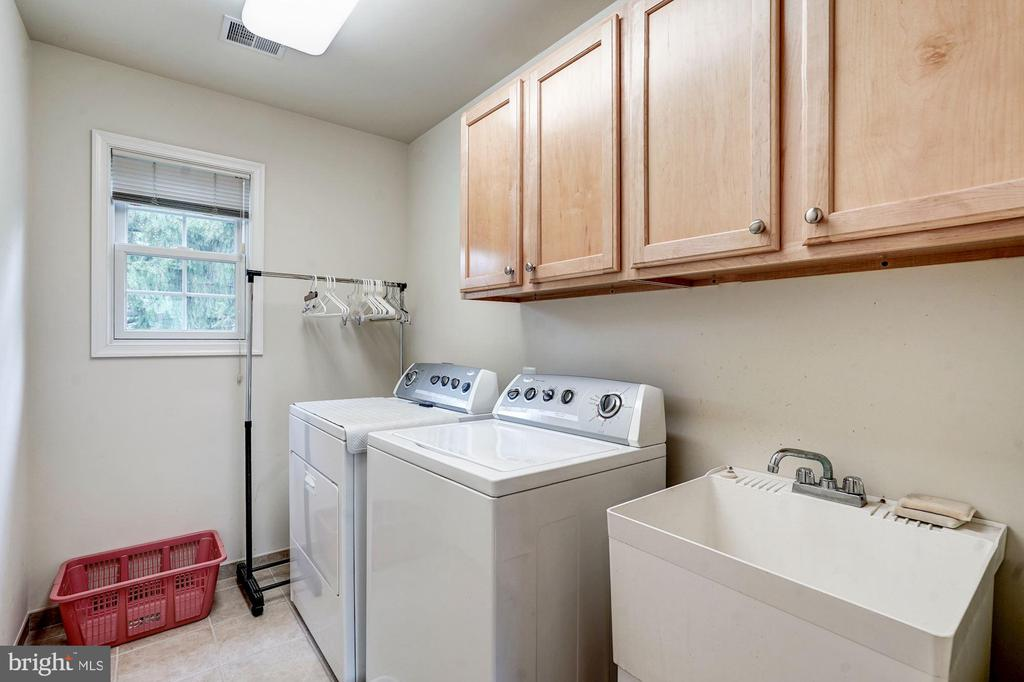 Laundry on same level as bedrooms - 4036 24TH RD N, ARLINGTON