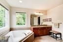 Separate tub and shower - 4036 24TH RD N, ARLINGTON
