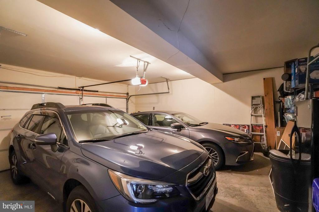 Oversized garage - fits 2 cars easily - 4036 24TH RD N, ARLINGTON