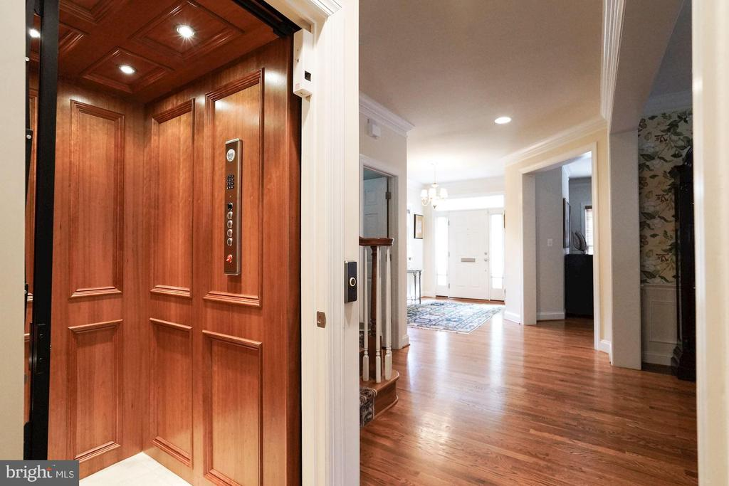 An elevator! - 4036 24TH RD N, ARLINGTON