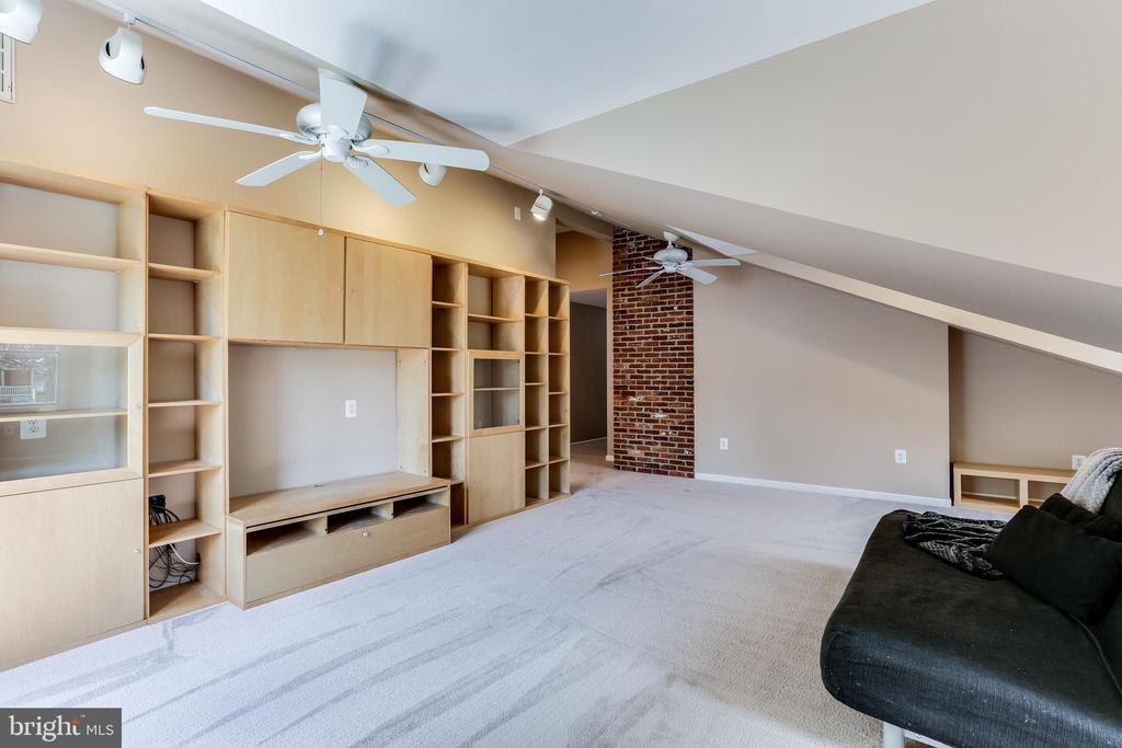 Bonus Loft Area with Built-ins - 6106 SEBRING DR, COLUMBIA
