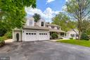 Stunning colonial w/ 2 outbuildings & 2 car garage - 6106 SEBRING DR, COLUMBIA