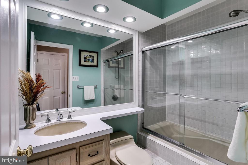 Full Hall Bathroom - 6106 SEBRING DR, COLUMBIA