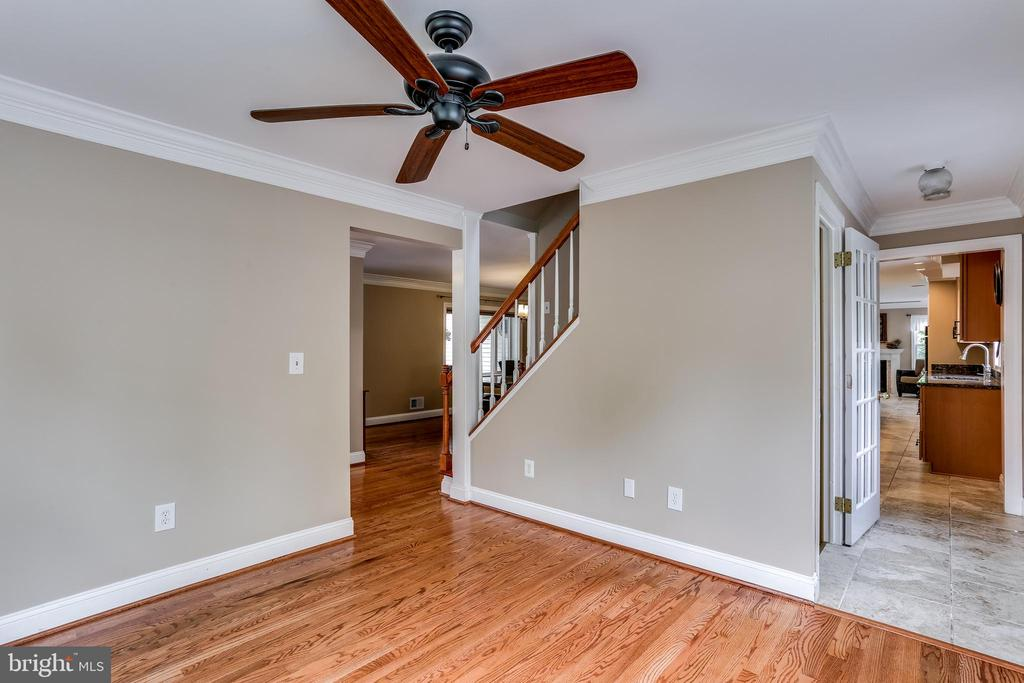 Living Room & Stairs to Upper Level - 6106 SEBRING DR, COLUMBIA