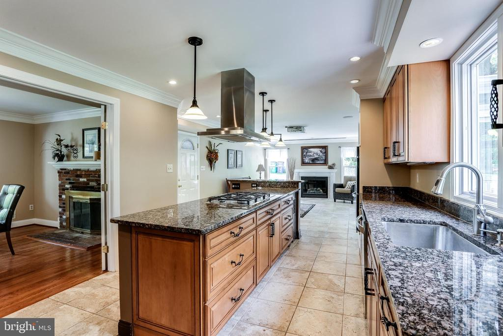 Upgraded Kitchen with Granite Counters - 6106 SEBRING DR, COLUMBIA