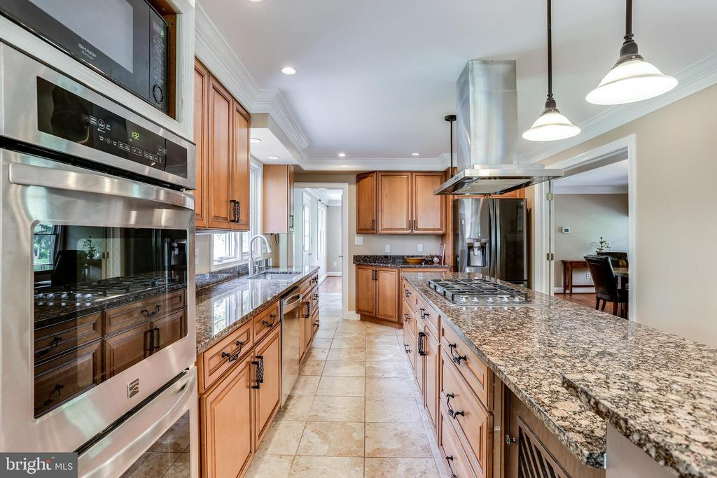 Upgraded Kitchen with Expansive Center Island - 6106 SEBRING DR, COLUMBIA