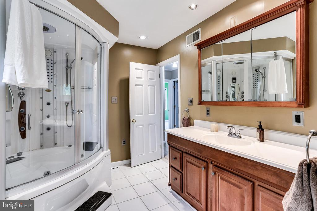 Owner's Bath with 12-Headed Shower System - 6106 SEBRING DR, COLUMBIA