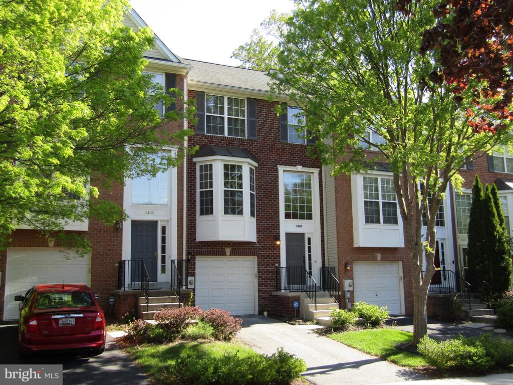 WELCOME HOME! To Your BEE YOU TEE FULL Townhome!!! - 9404 SINGLETON PL, FREDERICK