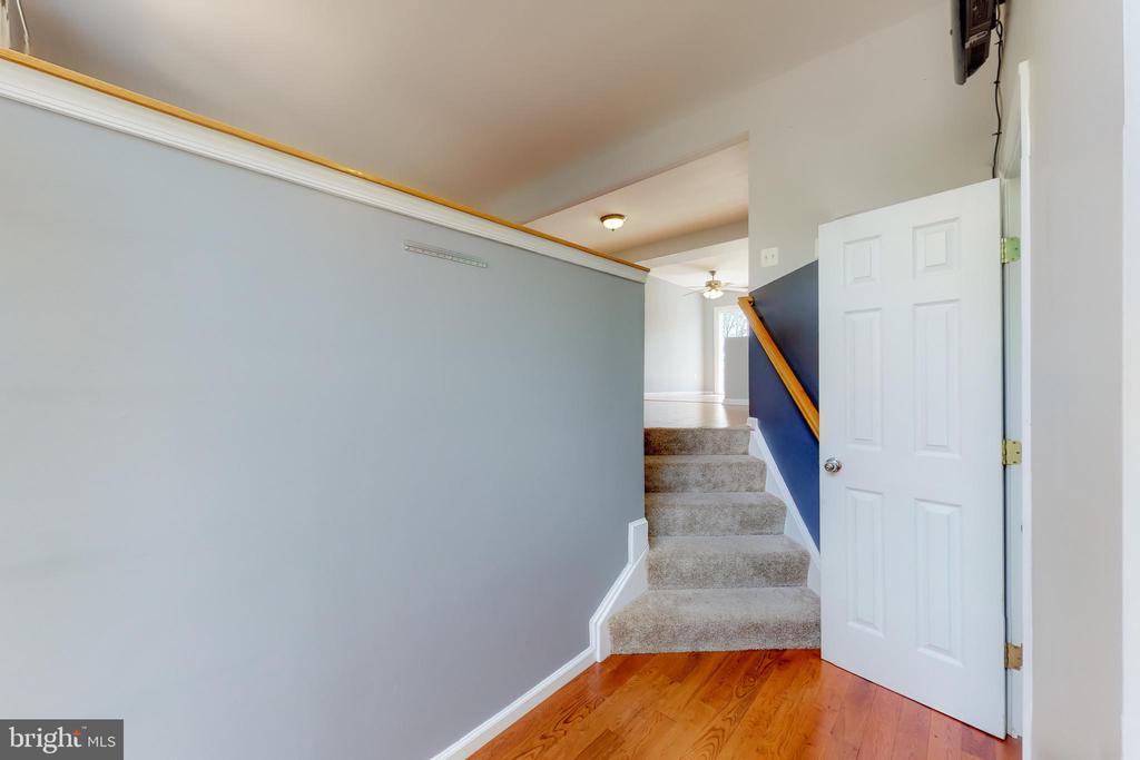 Foyer - 17529 BRISTOL TER, ROUND HILL