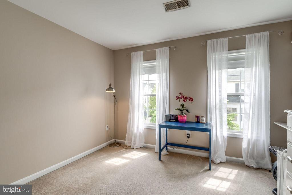 Master Bedroom #2 with Ensuite Bath - 2582 LOGAN WOOD DR, HERNDON