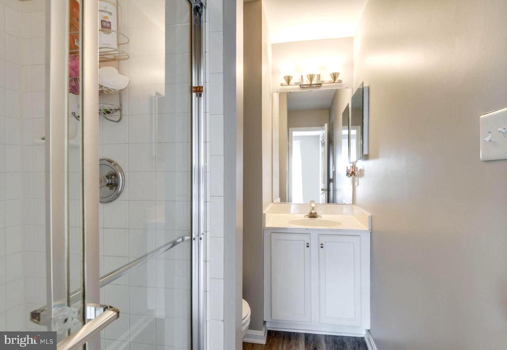 Master Bath #2 with Full Shower - 2582 LOGAN WOOD DR, HERNDON