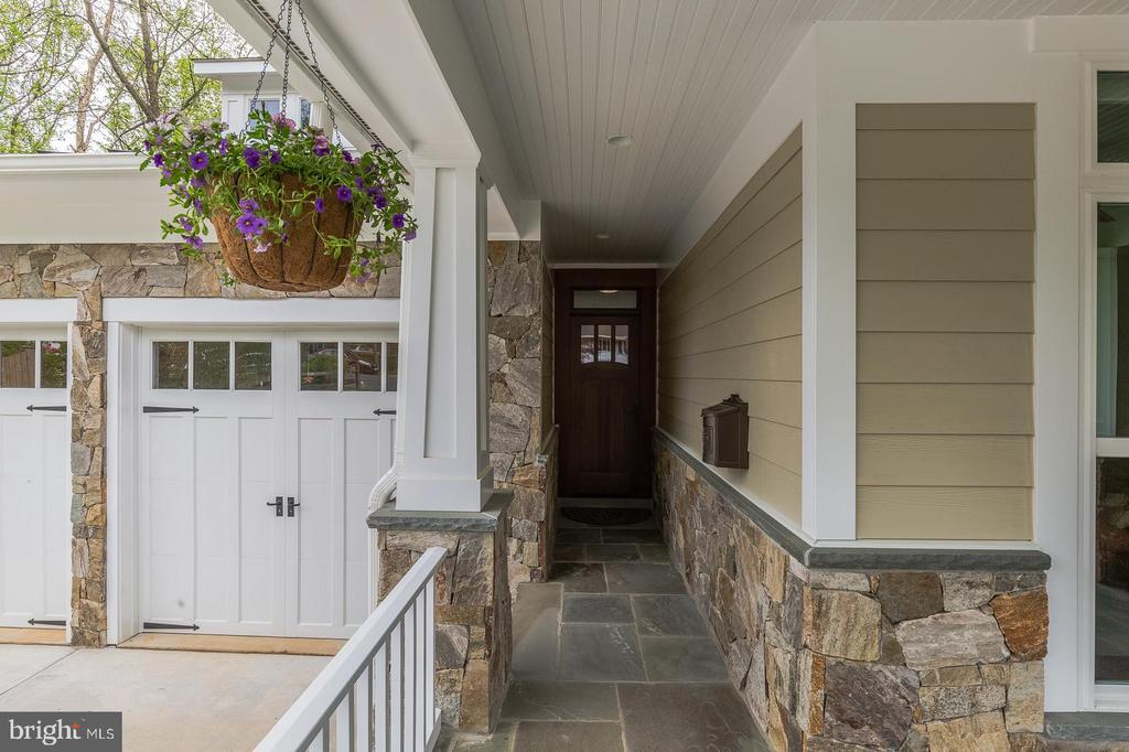 Give your front dr a rest with a Mudroom entrance - 1207 ROSS DR SW, VIENNA