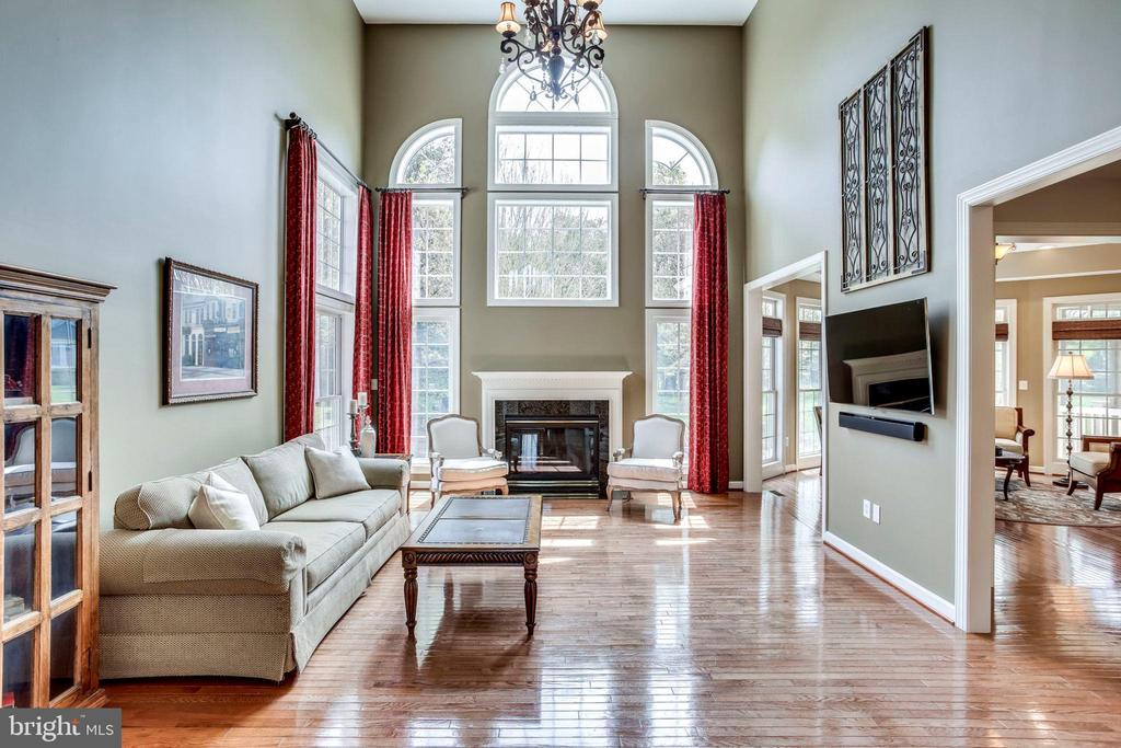 2 story family room - 25647 S VILLAGE DR, CHANTILLY