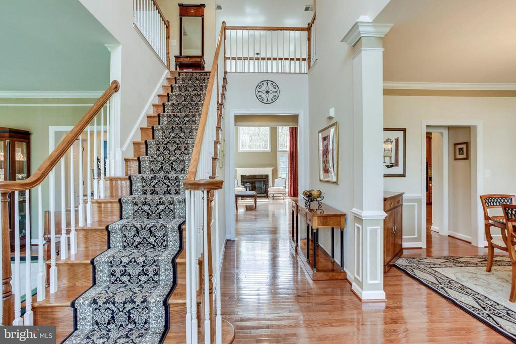 2 story foyer - 25647 S VILLAGE DR, CHANTILLY