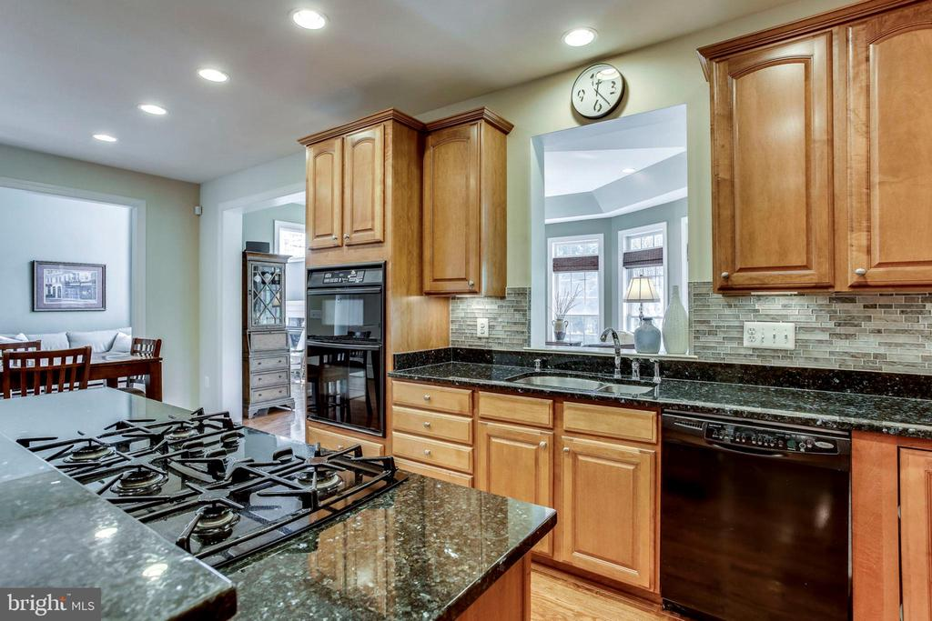 Gas cooktop - 25647 S VILLAGE DR, CHANTILLY