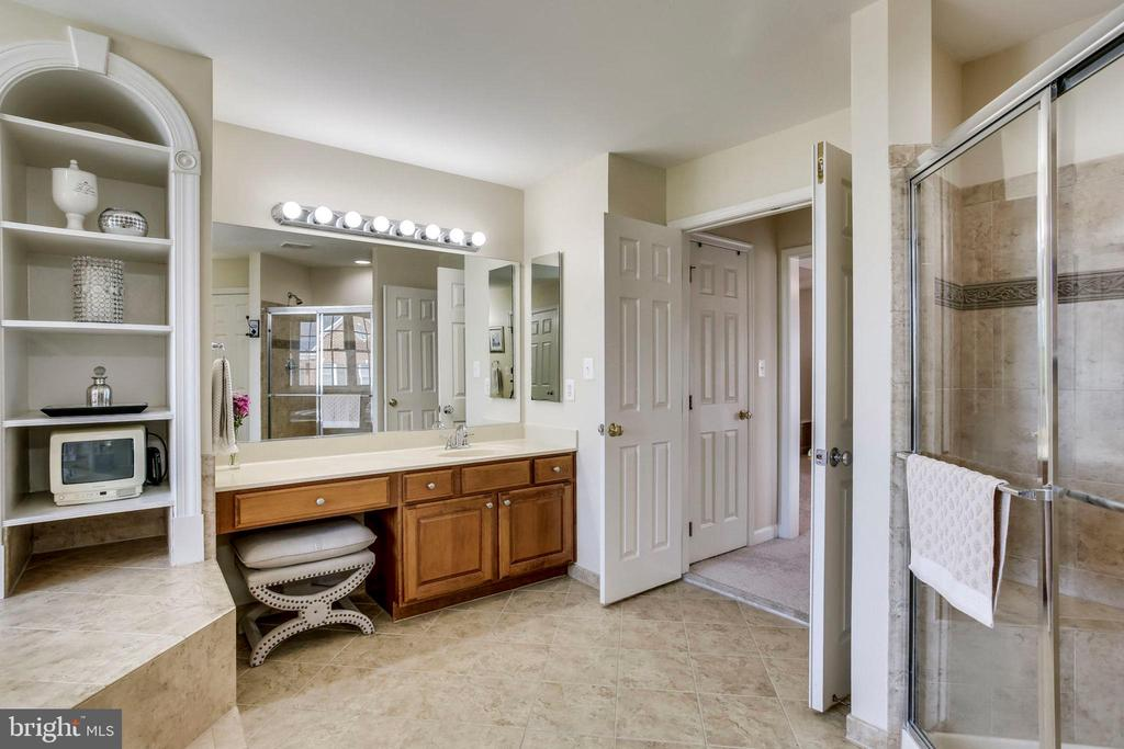 Vanity - 25647 S VILLAGE DR, CHANTILLY