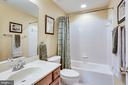 lower level full bath for any guest to enjoy - 25647 S VILLAGE DR, CHANTILLY
