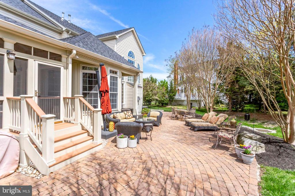 Brick patio for outdoor fun - 25647 S VILLAGE DR, CHANTILLY